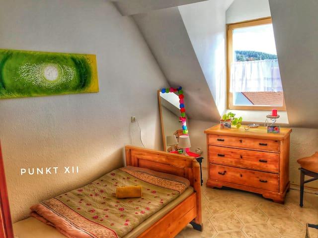 (Nr12) Punkt XII e.V. Einzelzimmer