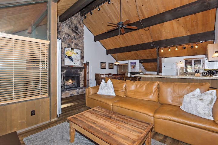 Eddy Haus: Steps from Snow Summit Resort! Ski-In/Ski-Out! Wifi & Cable! - Wonderful home