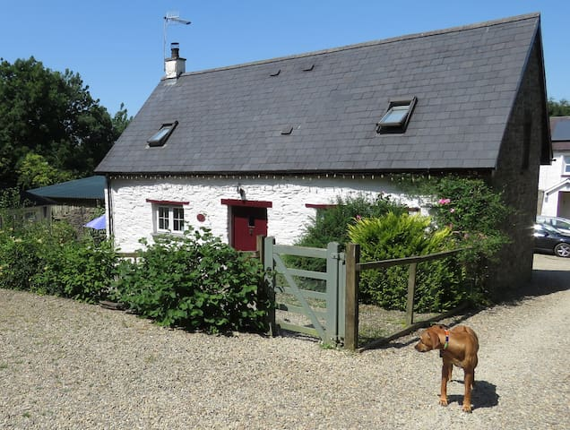Secluded Farm Cottage with Private Deluxe Hot Tub