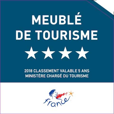 Villa classée 4**** par les Meublés de Tourisme, organisme agréé par le Ministère du Tourisme selon des critères de confort, propreté, décoration et d'environnement.