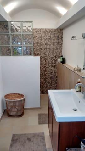 Ruhiges Zimmer mit eigenem Eingang und Bad/WC - Herford - Huis