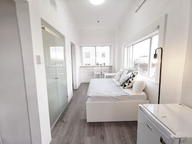 Perfect Location with Harbour Bridge View