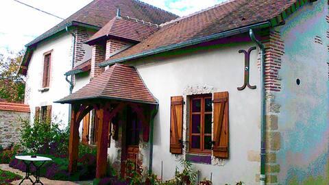 Casa de FLO con un bonito espacio verde