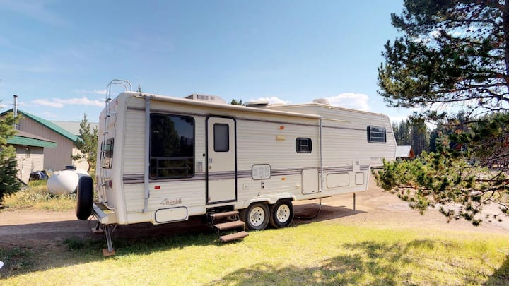 ⭐️Enchanted Forest Spacious RV-Sleeps 2 Ad-2 Kids