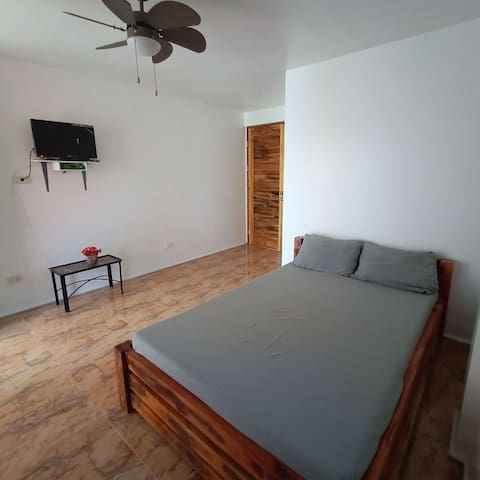 Affordable Fan-Room with Ocean View!