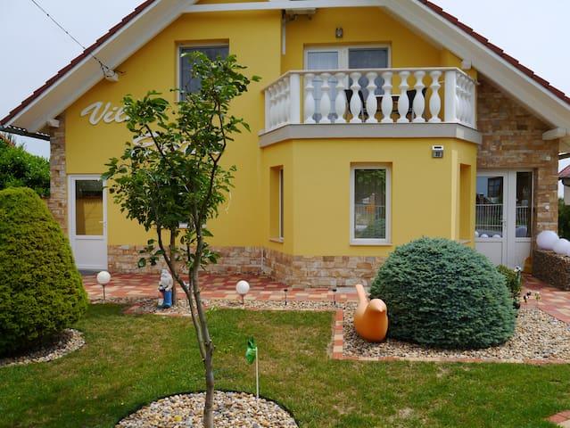 Villa-Erika  Hévíz-Alsópáhok(nyugati apartman I.)