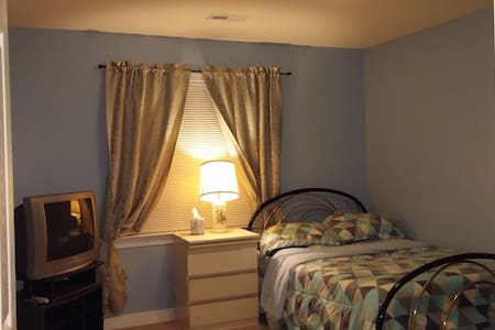 Private large room on 2nd floor - Henrico