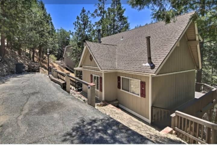 NEW! Quiet Lake Arrowhead Retreat w/ Large Deck!