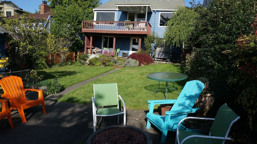 Alki Beach Home's Quiet Private Lower Level