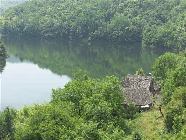 séjour insolite chez la Dame du lac - Entraygues-sur-Truyère - Hus