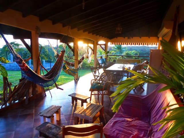 Chambre climatisée dans villa tranquille