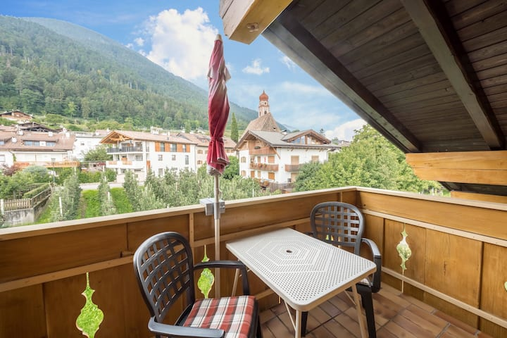 "Bright Holiday Apartment ""Residenz Kronstein - FeWo 8"" with Balcony, Shared Garden, Mountain View, Wi-Fi & TV; Parking Available"