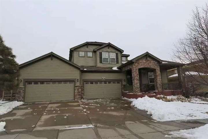 spacious home in in north eastern Denver area