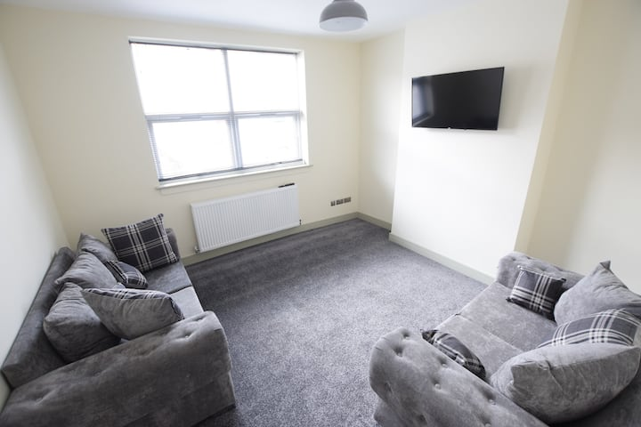 Modern 2 Bed En-suites! 10 Minutes Walk to Centre