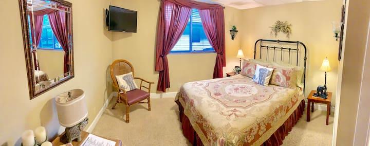 Monroe Street Suites: Room Three (Queen Bed)