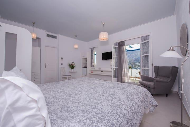 Aegialis Junior Honeymoon Suite