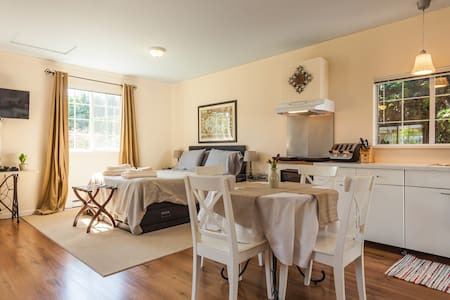 Cozy & Bright Langley City Suite - Langley - Casa