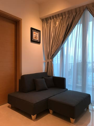 Cosy 1BR Apartment - 3 mins Walk to the MRT