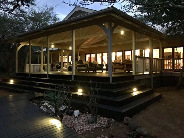Tunzi Private Lodge