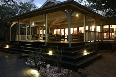 Tunzi Private Lodge