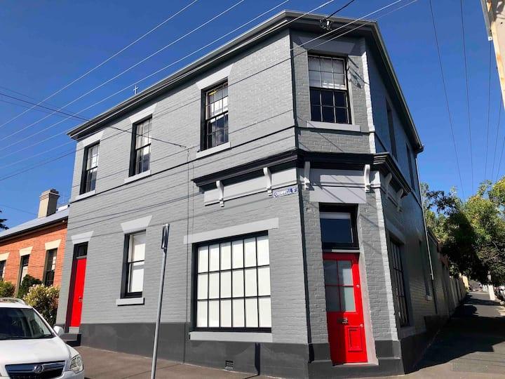 DeWitt Apartment - 3 Red Doors Battery Point