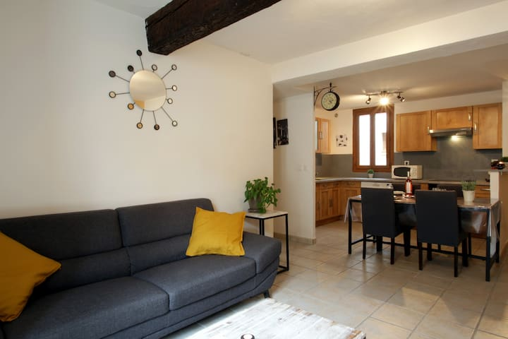 Apartment 3* City Center - 2 Bedrooms - Patio