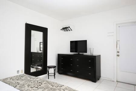 **2-BEDROOM CENTRAL APT IN SOUTH BEACH** - マイアミビーチ - アパート