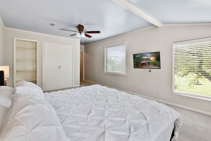 Master bedroom suite: Gel memory foam king bed with king memory foam pillows make for an amazing night of sleep.