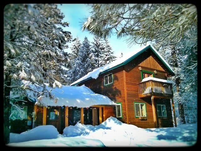 Poofy's Rustic Modern Cabin in Plain w/ Sauna - Leavenworth - Houten huisje