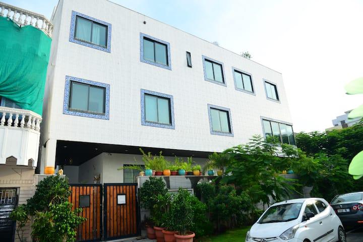 Luxurious 3BHK Condominium ★Near Metro Station★