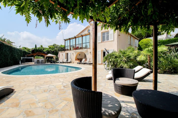 Elegant villa w/ private pool, hot tub, sauna & sea views - 1 dog welcome!