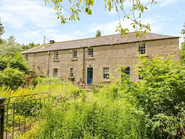 THE COACH HOUSE, character holiday cottage in Chirnside, Ref 4277
