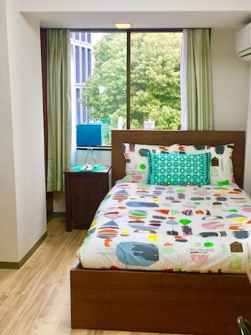 TRENDY APT! CONVENIENCE AREA! 8 MINS TO NIGHTLIFE!