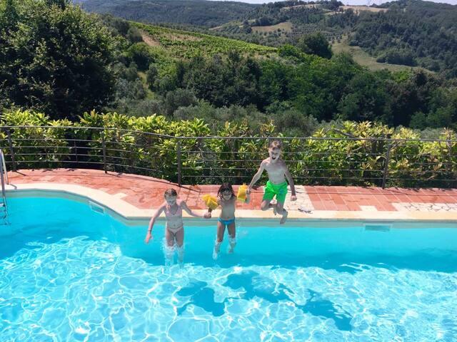 Apt Mono with Pools,WIFI,BBQ, Private Garden - Montaione - Byt