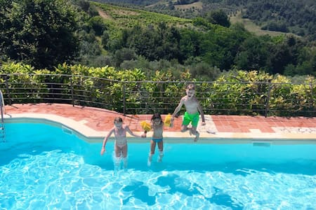 Apt Mono with Pools,WIFI,BBQ, Private Garden - Montaione - Leilighet