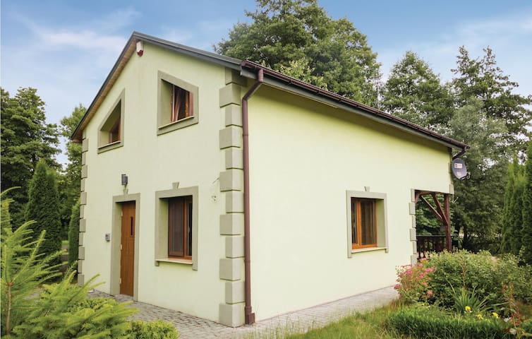 Holiday cottage with 2 bedrooms on 65m² in Ozarów