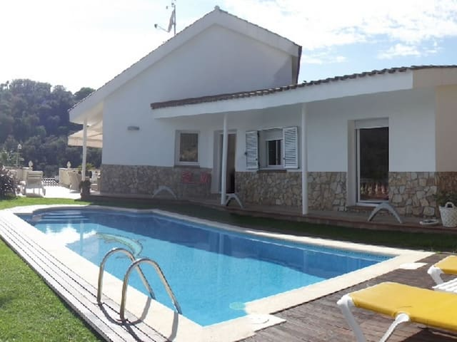 HOUSE WITH A PRIVATE GARDEN AND POOL AT 800M FROM THE BEACH ref YUTA