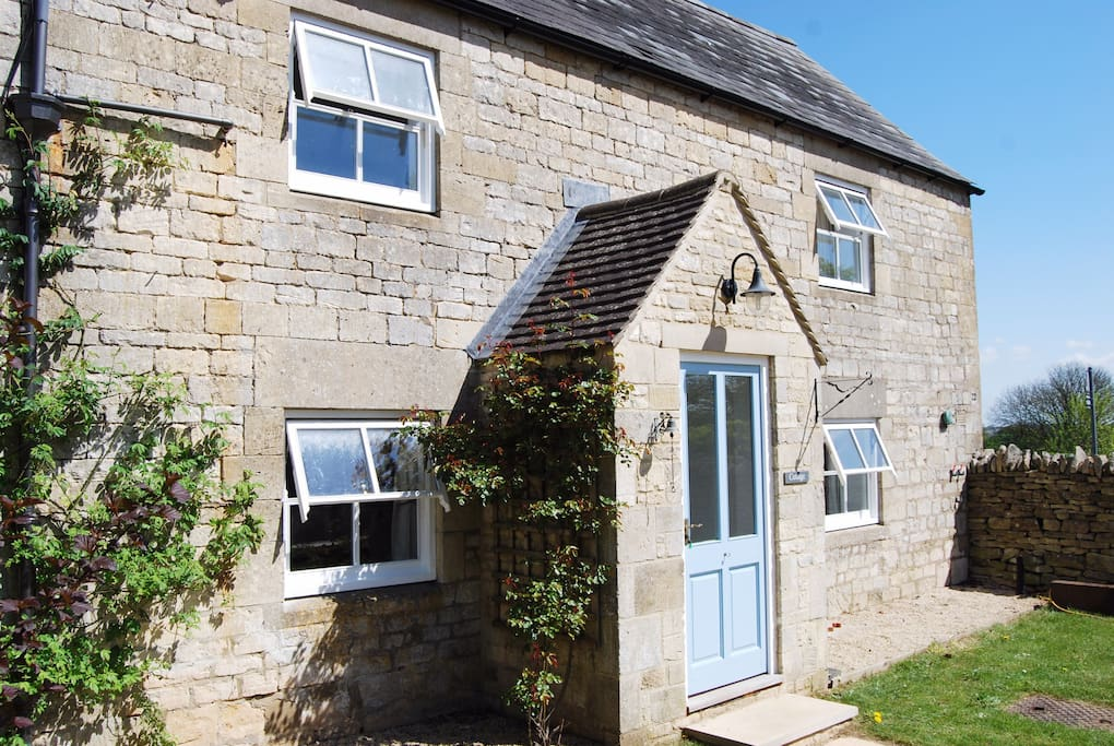 Classic Cotswold cottage, catching all the sun there is! Entrance porch has space for coats and boots/shoes. Glorious views to the east (right!)