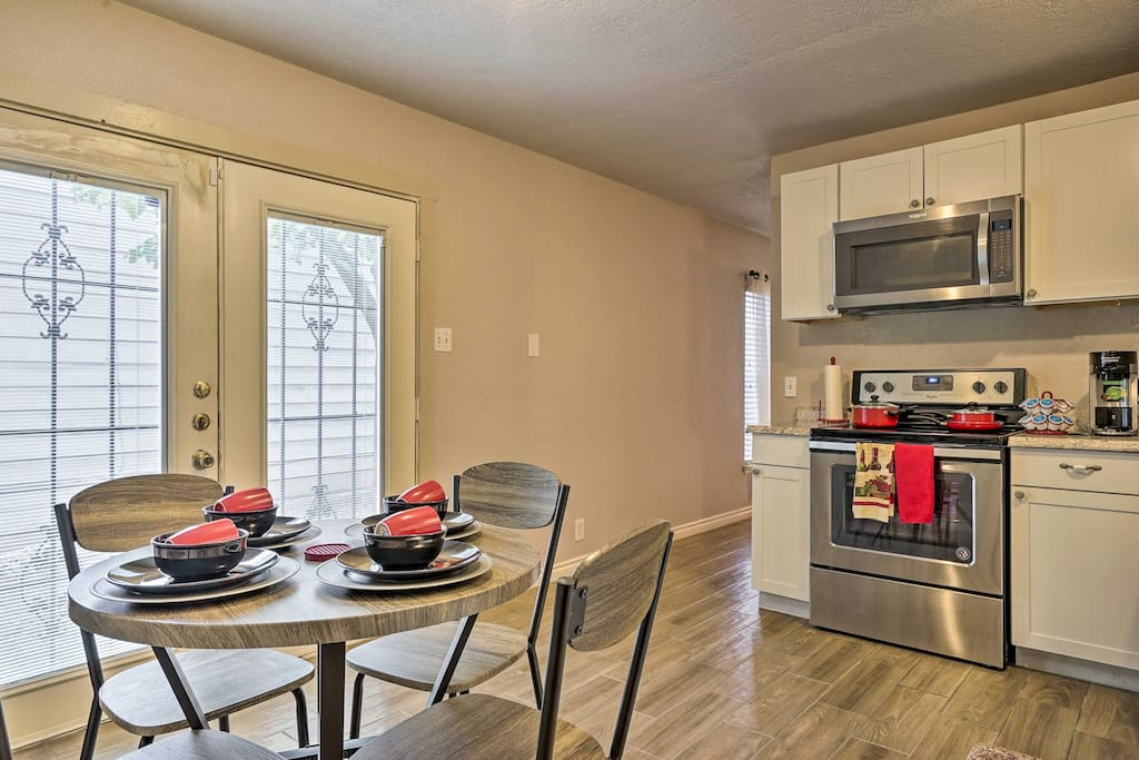 Share home-cooked meals with your loved ones before finishing the night out in the fenced yard.