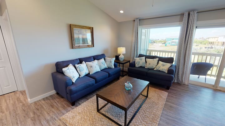 Newly Remodeled Condo Sits Near Shared Pool, In Town, Walking to Marina