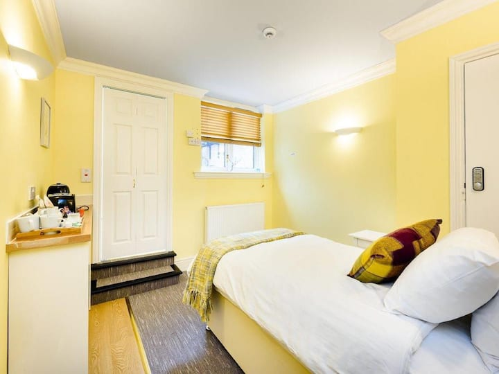 Apartment with Single Bed - Ensuite with Shower