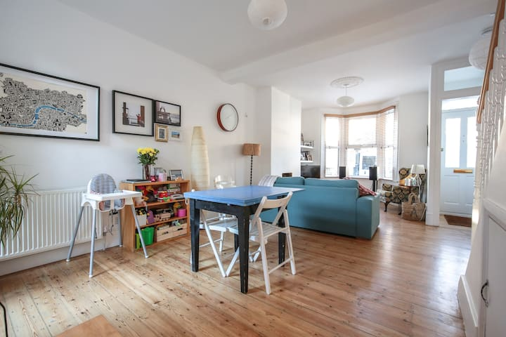 Spacious period four-bed family home, 25min centre - Londen - Huis