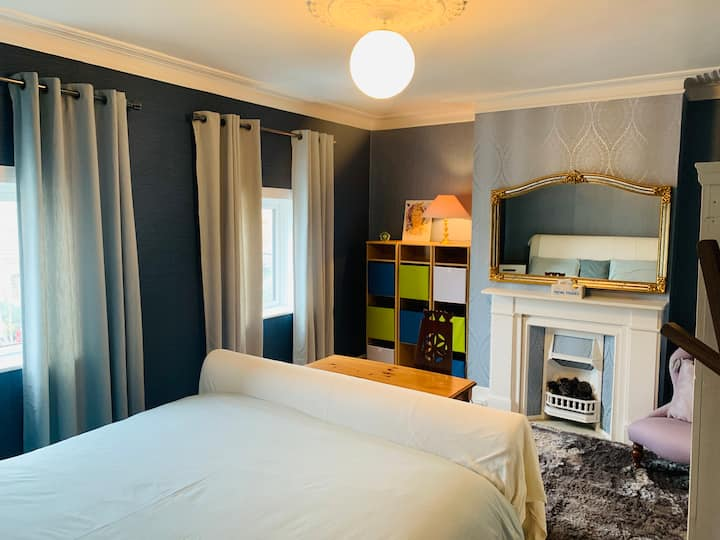 Peacehaven, The Blue room, Hadleigh, Essex