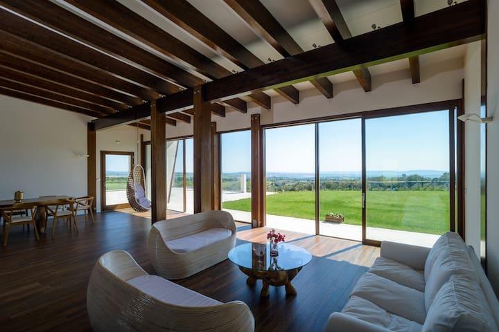Villa immersed in the Abruzzo's countryside