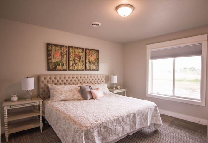 Bedroom 4 (Lower Level)