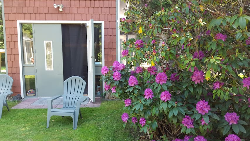 """""""The mere Acre""""     Nice cottage-loft with garden"""