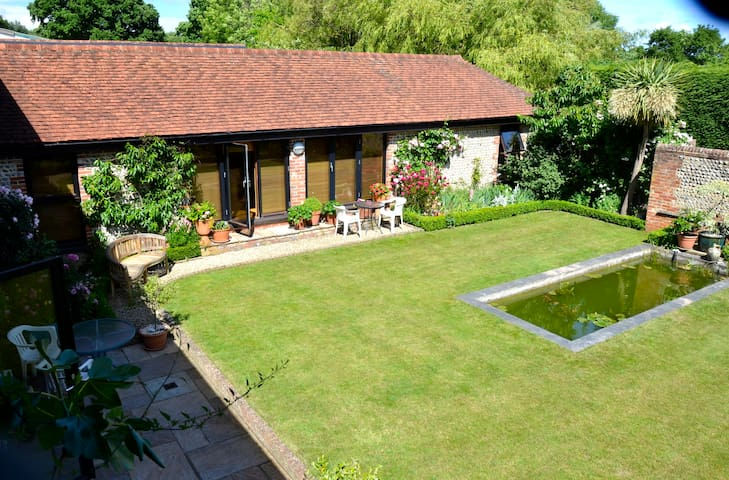 A traditional Sussex Barn Annexe in quiet location