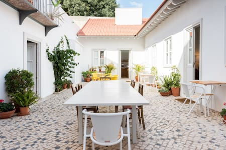 Beautifully Restored Cottage with Patio in Historic Center B