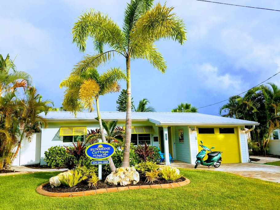 Sunshine Cottage is the only place to stay in Anna Maria City!