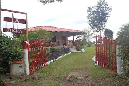 Alojamiento Finca típica en eje cafetero - Calarcá